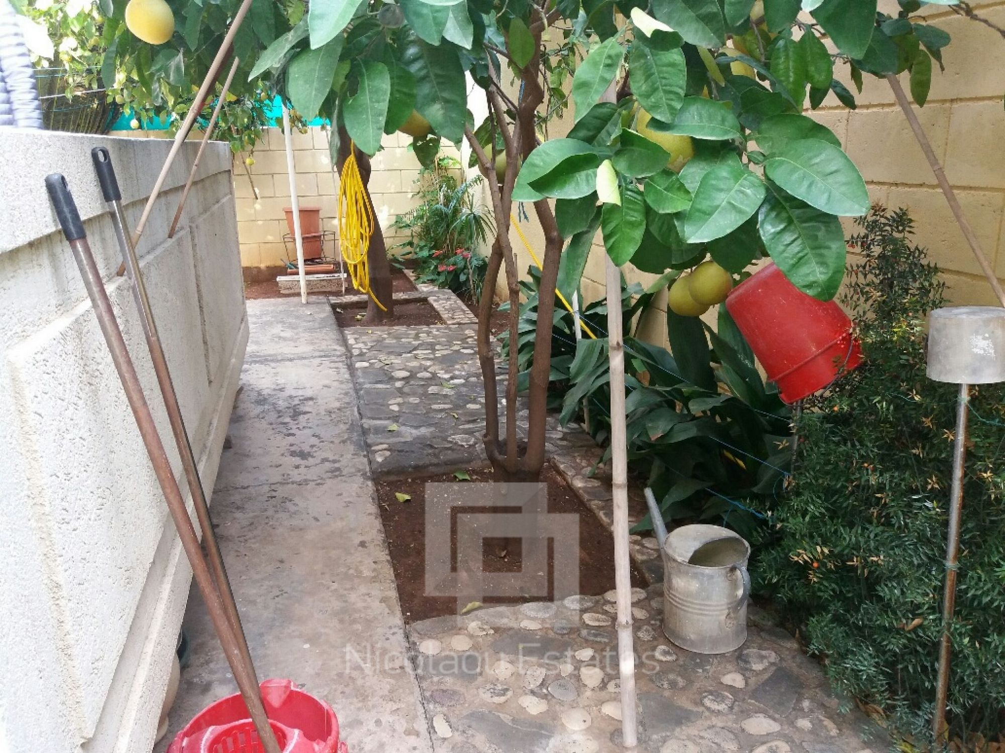 Archived A Very Nice 3 Bed House With Mature Gardens