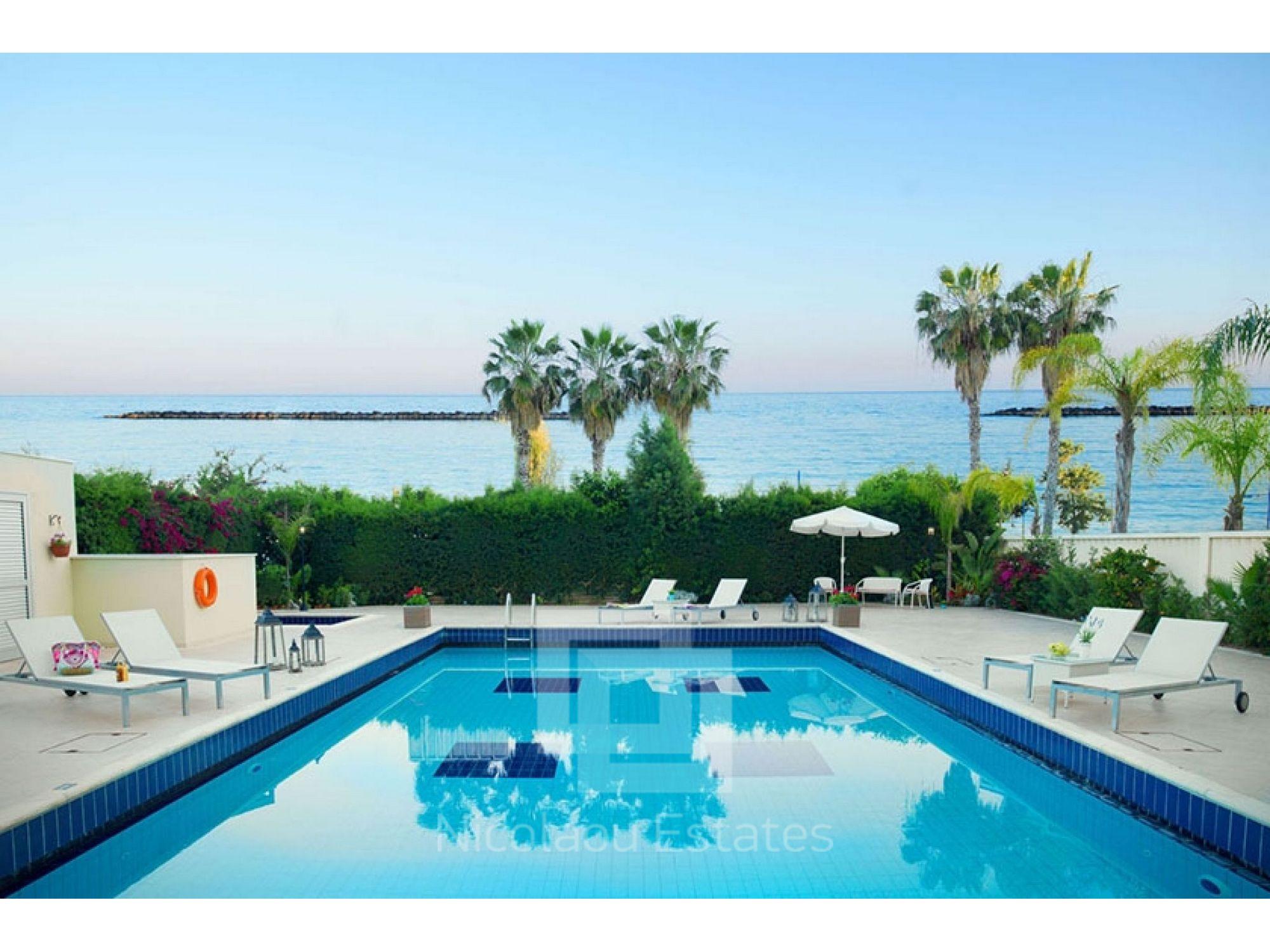 For Rent - Luxury Ground floor garden flat opposite the beach with ...